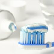 Четка за зъби с паста